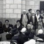آیتالله سید محسن حکیم در حاشیه یکی از سفرهای خویش به کربلا
