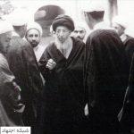 آیتالله سیدمحسن حکیم در کنار تنی چند از اطرافیان و اصحاب خویش