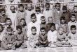 تصویری قدیمی از نماز جماعت کودکان در مدرسهی جعفریهی آیتالله شاهرودی(ره)