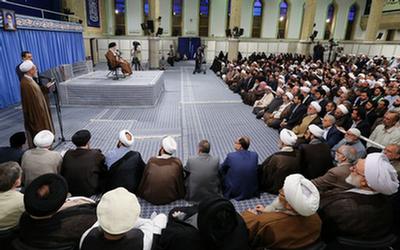 شرکتکنندگان کنگره «نقش شیعه در پیدایش و گسترش علوم اسلامی» به دیدار رهبر انقلاب رفتند