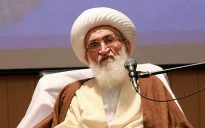 دشمن به دنبال حذف بیان مسائل سیاسی در منابر است/ روحانیت برای در دفاع از مردم و انقلاب باید فریاد بکشد
