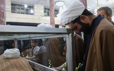 لحظههای وداع با پیکر مرحوم آیتالله محمد مؤمن