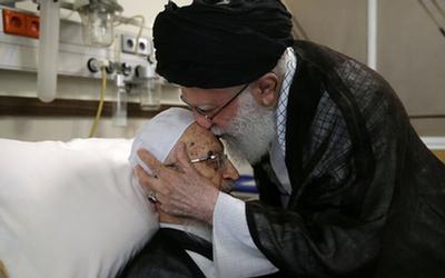 فیلم و تصاویر عیادت رهبر معظم انقلاب از آیتالله مکارم شیرازی