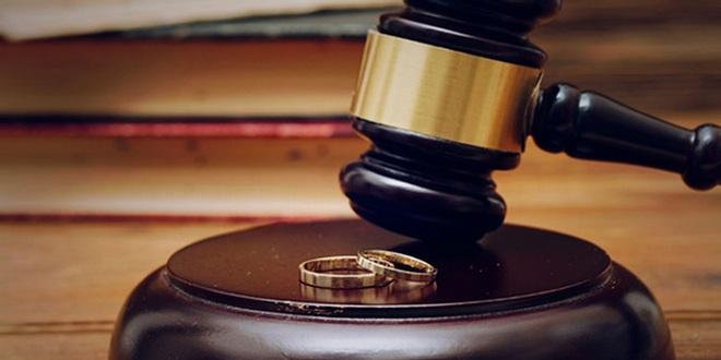 لایحه محدودسازی اختیارات مرد در طلاق، اشکالات فقهی دارد/ جامعه به وظیفه خودش عمل نمیکند بعد میخواهیم مقررات اسلام را جابهجا کنیم!/ اختیار مطلق مرد در طلاق باعث سستی بنیان خانواده میشود؟