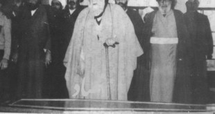 آیتالله حاج میرزا جواد آقا تهرانی به اتفاق علمای مشهد در یکی از راهپیماییهای انقلاب