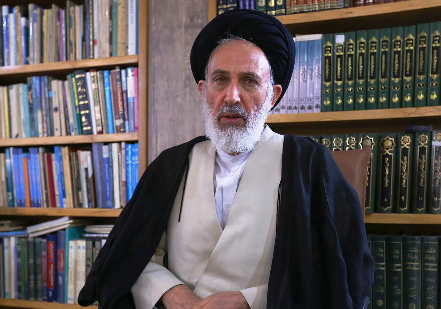 ایازی: اجبار بر حجاب ، اقتدار حکومت را زیر سؤال میبرد.